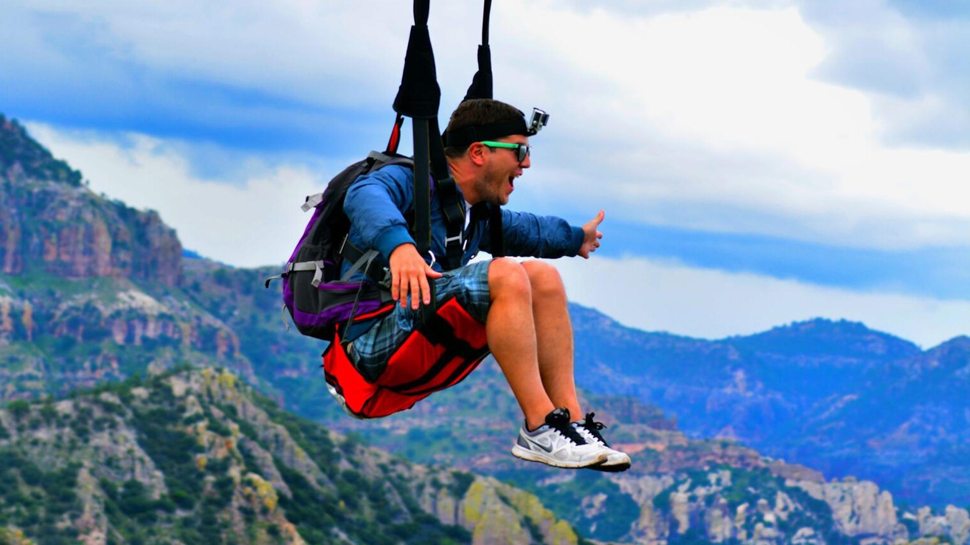 El salto libre es una de las actividades de mayor riesgo.